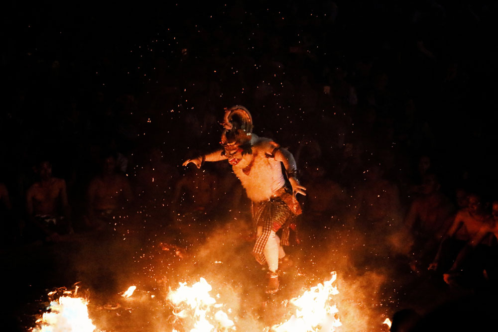 Uluwatu Temple Tour with Kecak dance